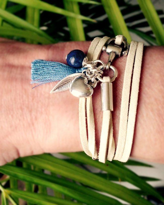 Bracelet etrier bleu porté Natacha Audier Paris