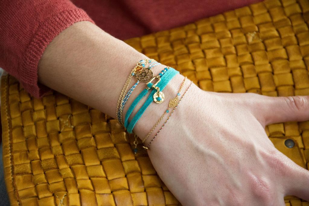 Bracelets manille doré or fin 24 kt et apatite Natacha Audier Paris